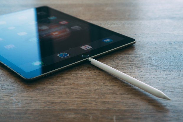 Le Pencil en recharge dans l'iPad. © Arnaud Laurent